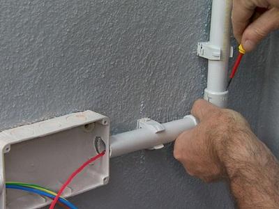 Как применять ПВХ трубы для электропроводки