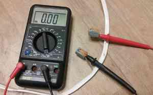 Тест аккумуляторов измерительным прибором