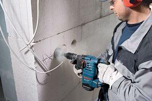 Изготовление штроб в газобетонной стене