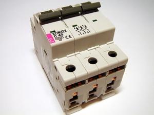Автоматический выключатель трехфазный